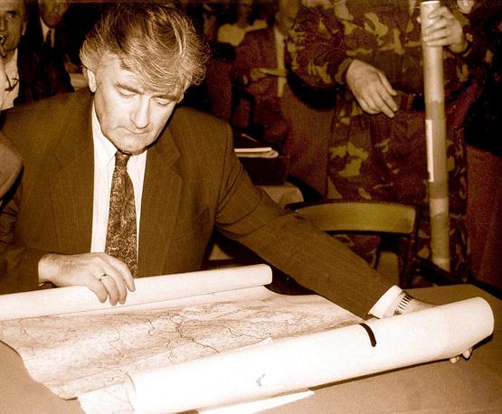 В 1992-1996 годах Радован Караджич был президентом Республики Сербии, во время Боснийской войны 1992-1995 годов являлся политическим лидером боснийских сербов