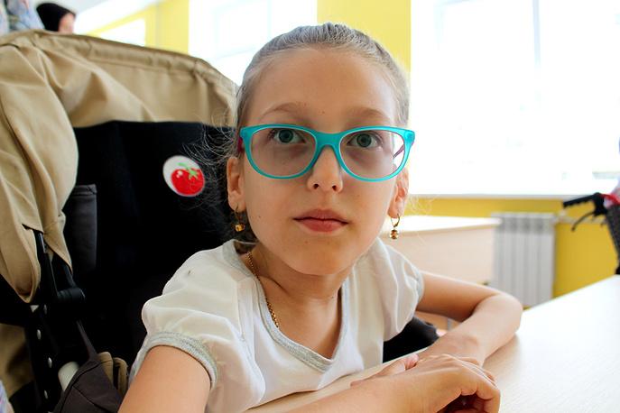 Полина Аржановская несмотря на редкое генетическое заболевание хочет учиться в обычной школе