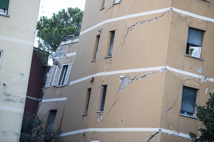 Четырехэтажный дом обрушился вРиме