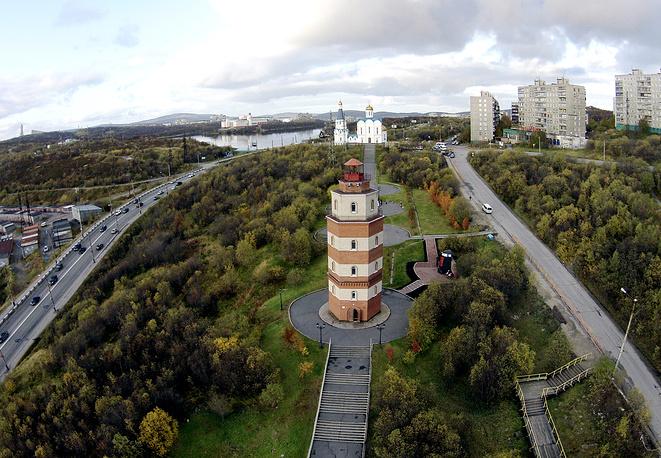 Мемориальный маяк на подъеме к Семеновскому озеру