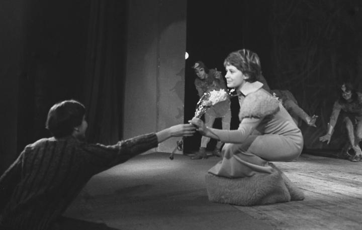 """Театр """"Современник"""". Марина Неелова после спектакля. Москва, 1977 год"""
