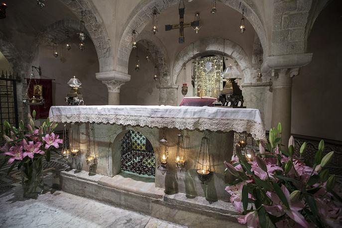 Рака с мощами святителя Николая Чудотворца в базилике Святого Николая, Бари, 19 мая