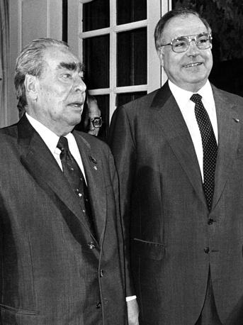 Генеральный секретарь ЦК КПСС Леонид Брежнев и канцлер ФРГ Гельмут Коль. Эрфтштадт, 1982 год