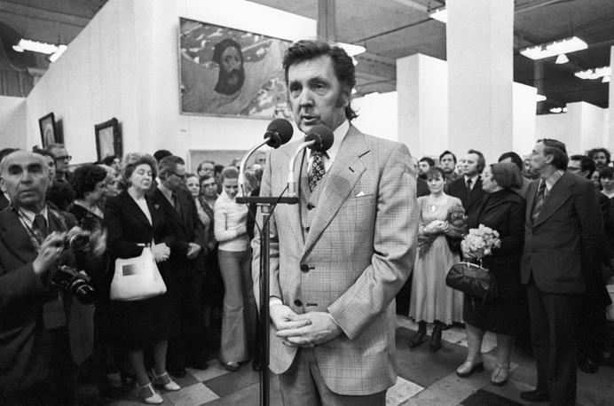 Илья Глазунов на открытии персональной выставки в Центральном выставочном зале, 1978 год