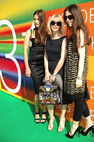 С дочерьми Анастасией и Марией на церемонии закрытия 31-го ММКФ, 2009 год