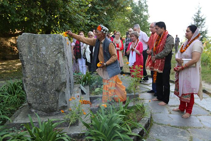Церемония у места кремации Н.К. Рериха - самадхи