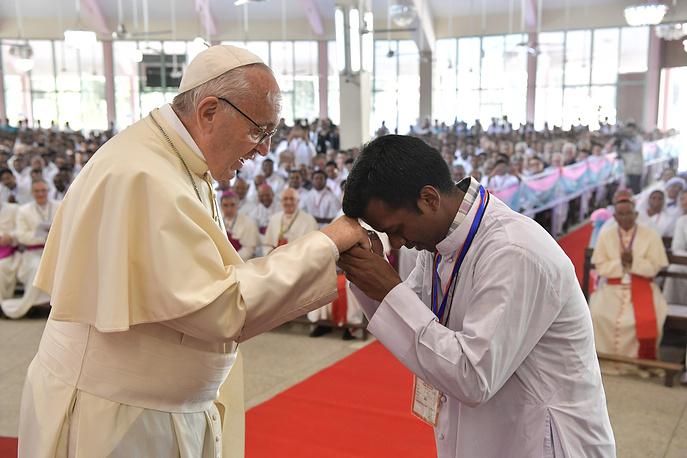 Он проинформировал «рохинджа»: Папа римский несдержался вАзии
