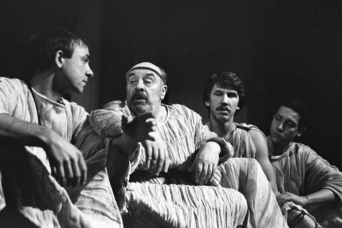 """В роли Сократа в спектакле """"Ксантиппа и этот, как его..."""", 1988 год"""
