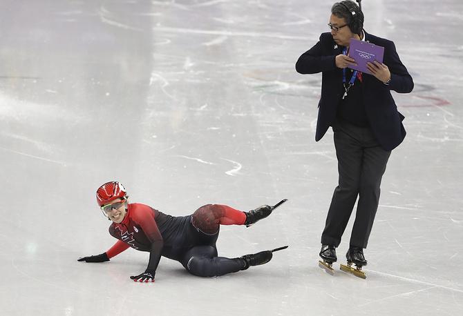 Марианна Сент-Желай из Канады в полуфинале соревнований по шорт-треку на дистанции 1500 метров
