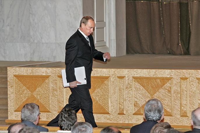 Президент России Владимир Путин перед обращением к Федеральному собранию в Мраморном зале 14-го корпуса Кремля, 2007 год