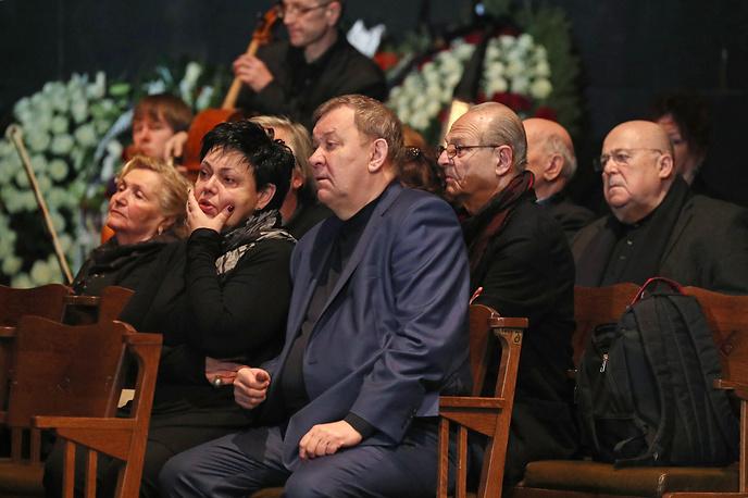 Генеральный директор Большого театра Владимир Урин с супругой Ириной (на первом плане) и художественный руководитель театра Et Cetera Александр Калягин (справа)