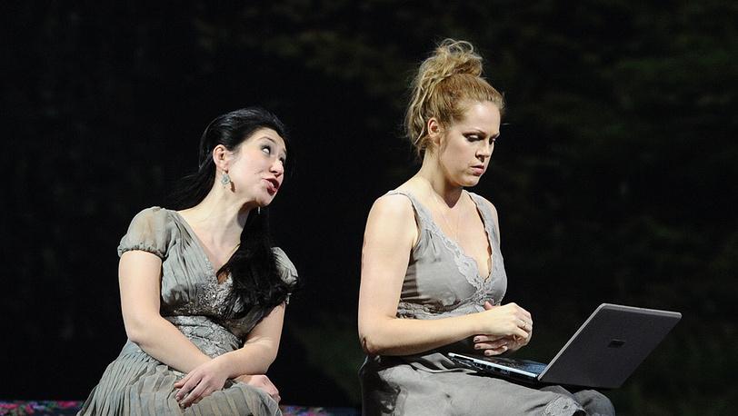 Малгожата Панько (Ольга) и Кристине Ополайс (Татьяна)