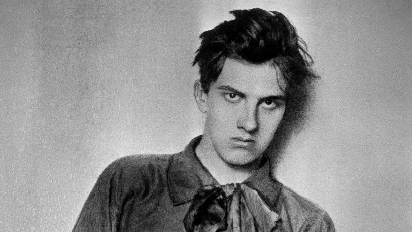 Владимир Маяковский - студент Московского училища живописи. 1910 г.