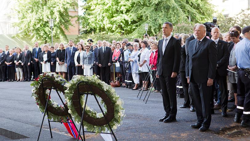 Премьер-министр страны Йенс Столтенберг и король Харальд V
