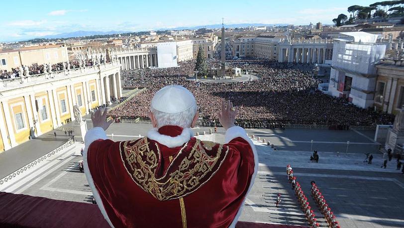 Папа Римский Бенедикт XVI выступил с рождественским посланием в Ватикане
