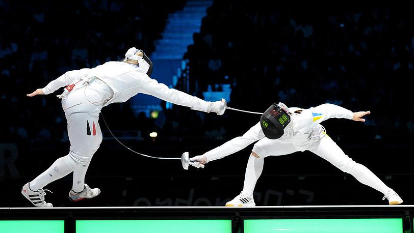 Финальный поединок между украинской спортсменкой Яной Шемякиной и немкой Бриттой Хайдеманн /справа налево/