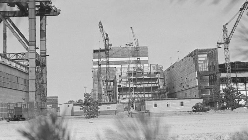 Киевская область. На снимке: общий вид строительства Чернобыльской АЭС