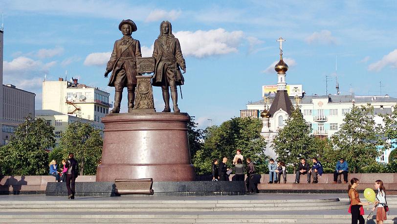 Памятник основателям города Г. В. де Геннину и В. Н. Татищеву