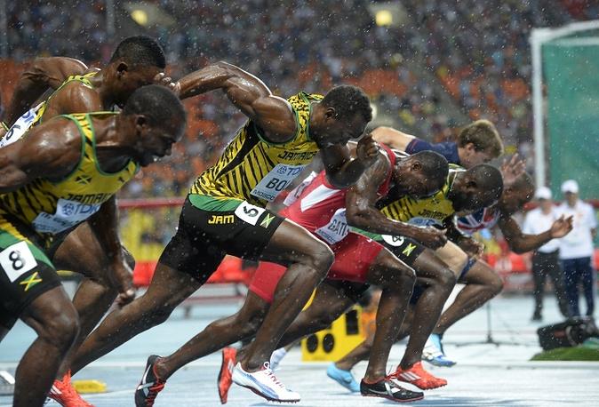 Старт бега на 100 метров у мужчин