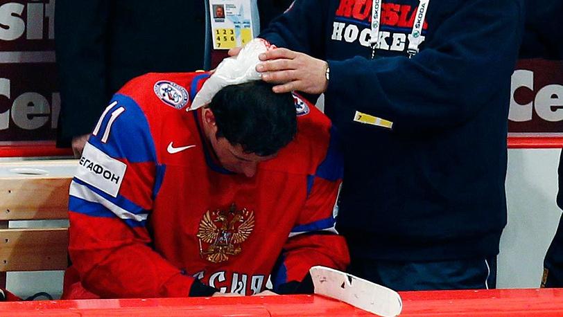 Оказание медицинской помощи Евгению Малкину, получившему травму во время матча