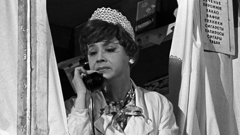 """В спектакле """"Всегда в продаже"""", 1965 год."""