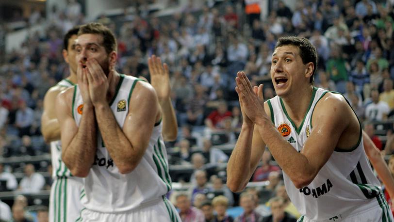 """Игроки """"Панатинаикоса"""" Костас Каймакоглу (слева) и Димитрис Диамантидис"""