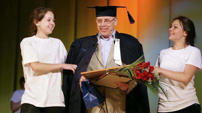 Валерий Золотухин на праздновании своего 70-летия в Алтайском Молодежном театре, 2011 год