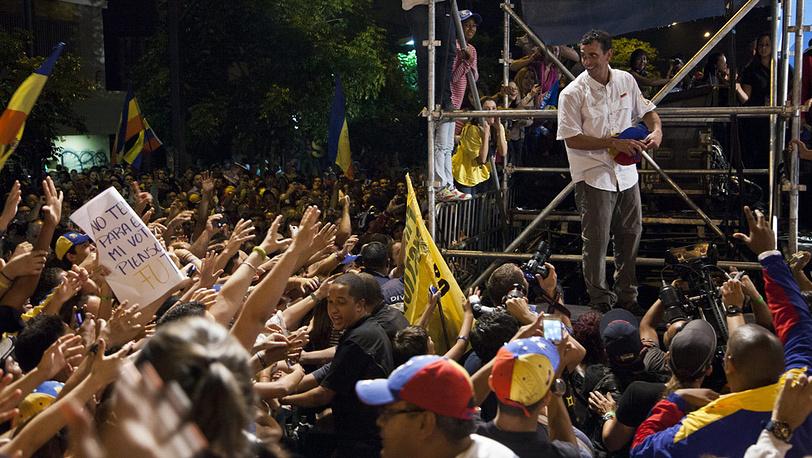 Энрике Каприлес во время акции