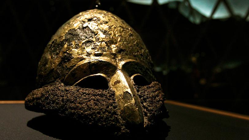 Шлем из железа и золота, обнаруженный в Запорожской области