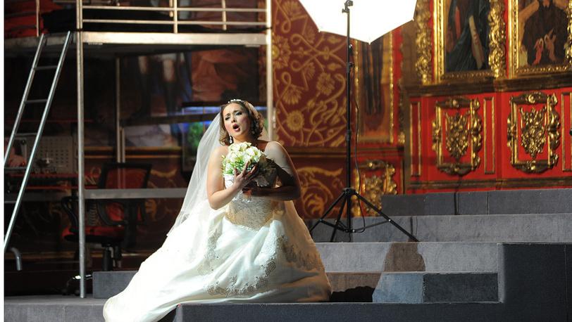 Оперная певица Элеонора Виндау в роли Ксении