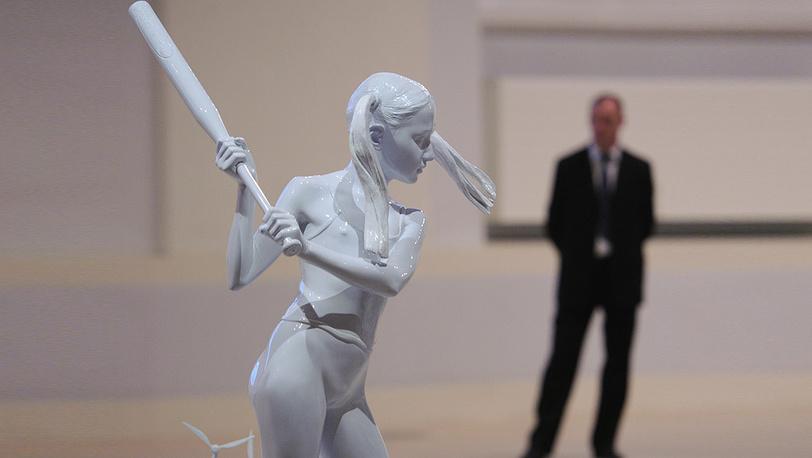 Работа «Последнее восстание. Скульптуры №2 (Девушка с битой)»