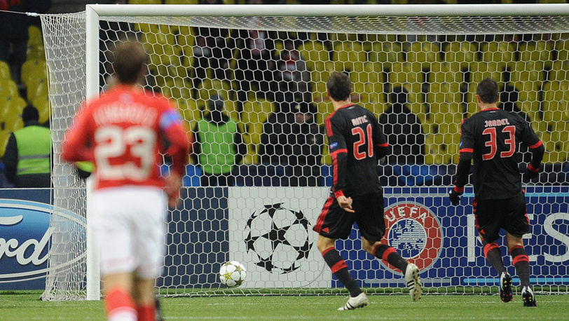 Мяч в воротах голкипера Мораеша Артура
