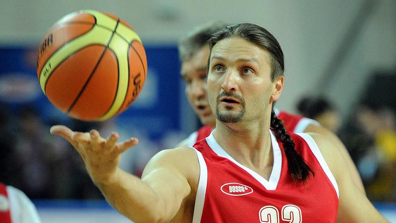 Эдгард Запашный во время благотворительного баскетбольного матча