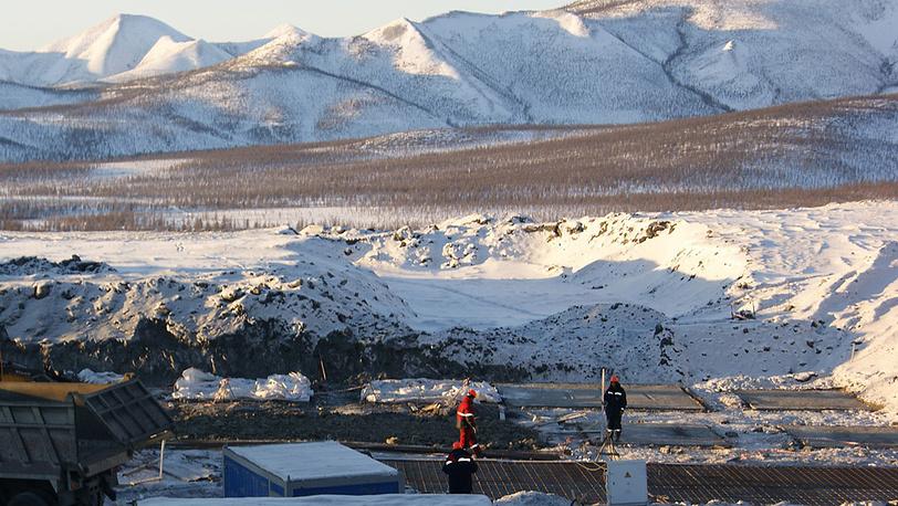 Заливка бетона в основание золотоизвлекальной фабрики на месторождении Наталка
