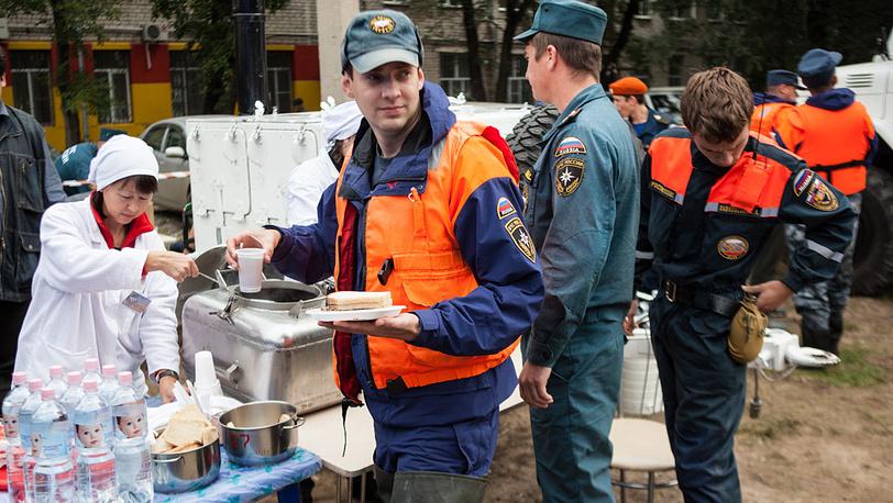 У полевой кухни. Фото ИТАР-ТАСС/ Дмитрий Моргулис