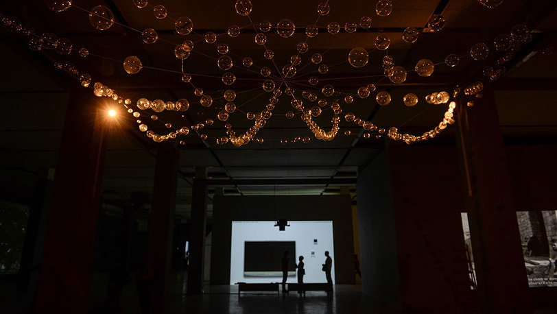 "Мона Хатум. ""Паутина"". Инсталляция.Фото ИТАР-ТАСС/Сергей Карпов"
