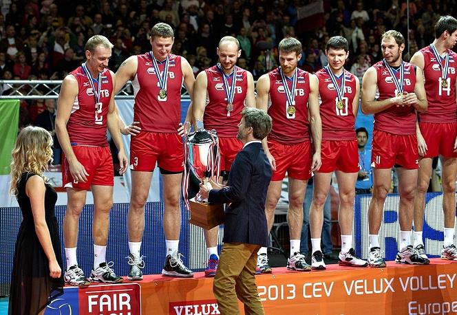 Вручение кубка игрокам российской сборной