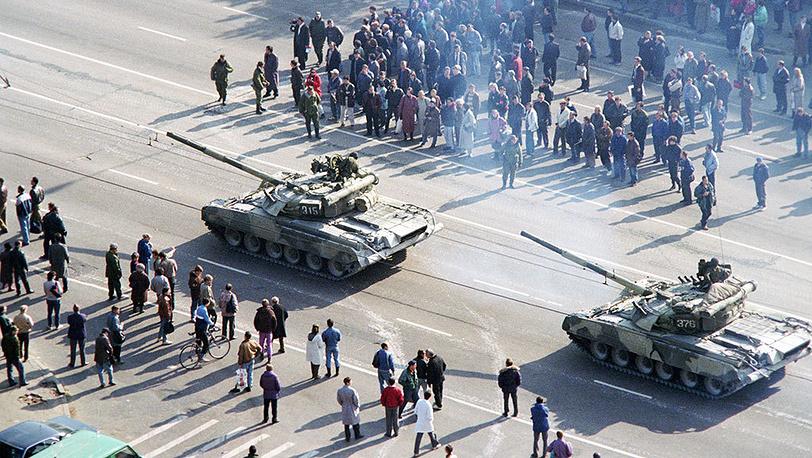 Танки у Белого дома. Фото ИТАР-ТАСС/ Геннадий Хамельянин