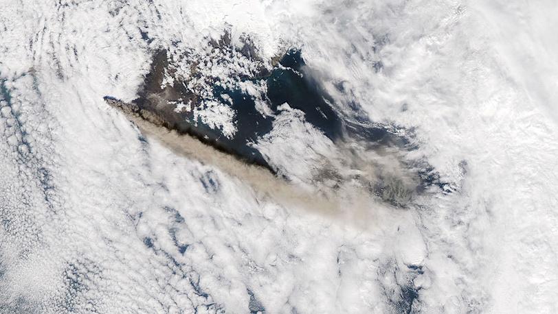 Вулкан Эйяфьядлайокудль. Май 2010. Фото AP/ NASA