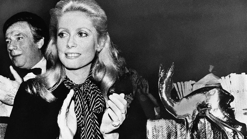 Катрин Денев и певец Ив Монтан, 1976 г. Фото AP
