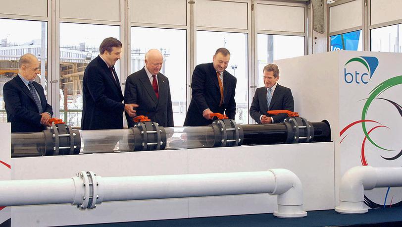 В 2005 году под Баку состоялась церемония ввода в эксплуатацию азербайджанского участка нефтепровода Баку-Тбилиси-Джейхан с участием президентов Турции, Грузии и Азербайджана. Фото ИТАР-ТАСС/ Азертаг