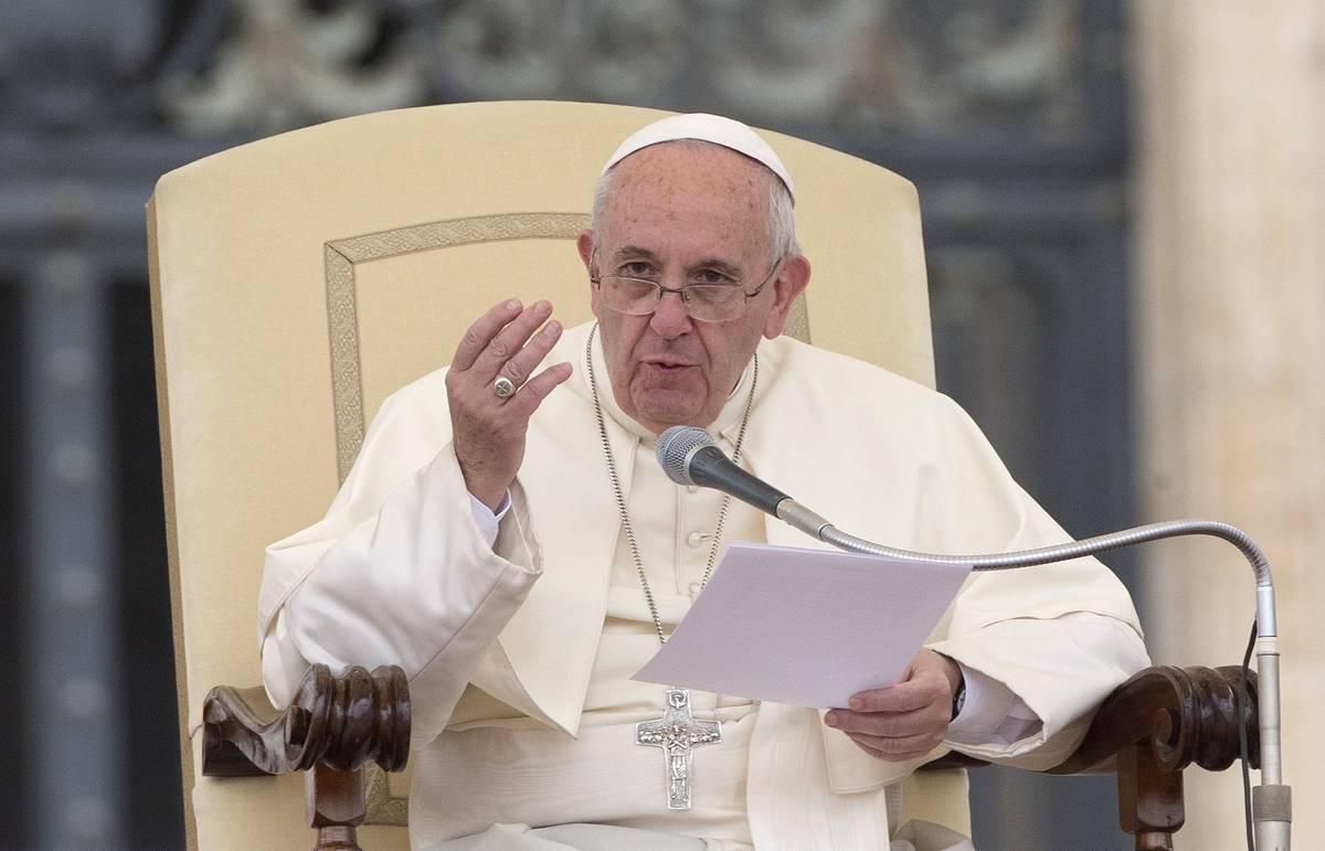 Папа римский призвал католические приходы Европы открыть двери для беженцев
