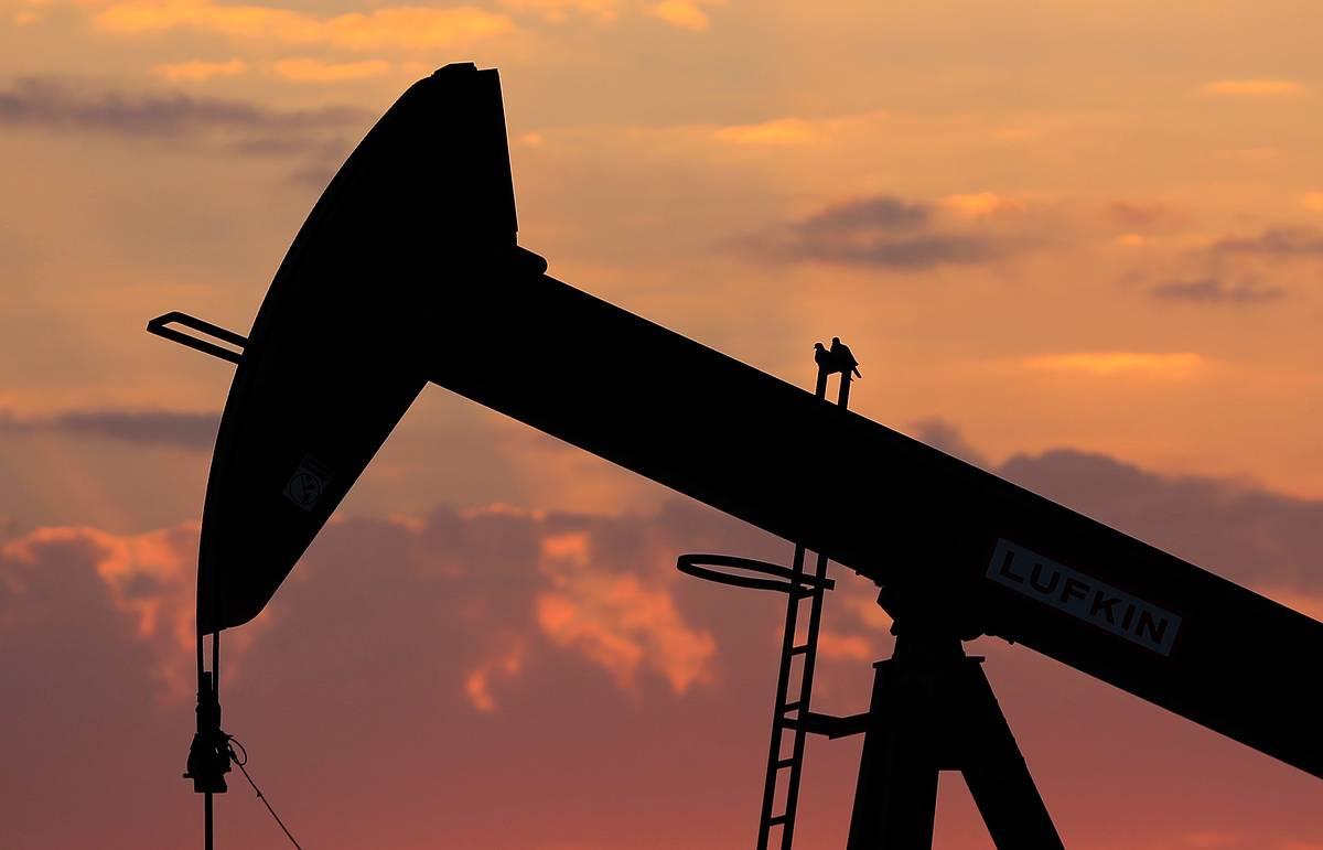 Сбербанк предполагает в пессимистичном сценарии на 2016 г. цену на нефть в $25