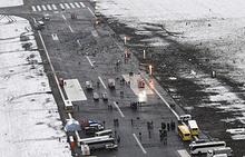 Вид на взлетно-посадочную полосу аэропорта, где при посадке разбился пассажирский самолет Boeing 737-800 авиакомпании FlyDubai, следовавший по маршруту Дубай - Ростов-на-Дону. В результате крушения погибли 62 человека, 19 марта