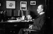 Макс Планк в своем рабочем кабинете