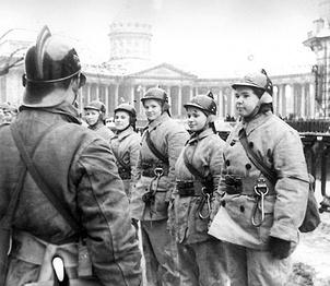 Противопожарная рота на учениях  у Казанского  собора.