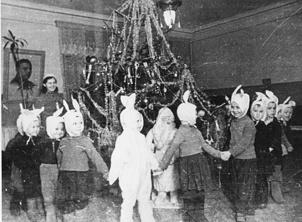 Новогодняя  елка  в детском саду №1 Кронштадского района. 1942 г.