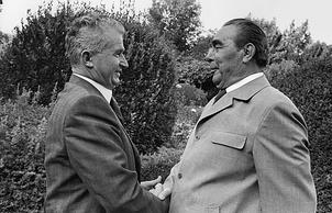 Сентябрь 1976 года. Встреча Чаушеску с генеральным секретарем ЦК КПСС Леонидом Брежневым в Ялте.