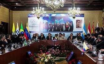 Во время встречи в Каракасе. Фото EPA/MIGUEL GUTIÉRREZ