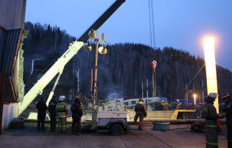 Работы по ликвидации последствий аварии на шахте в Кемерово